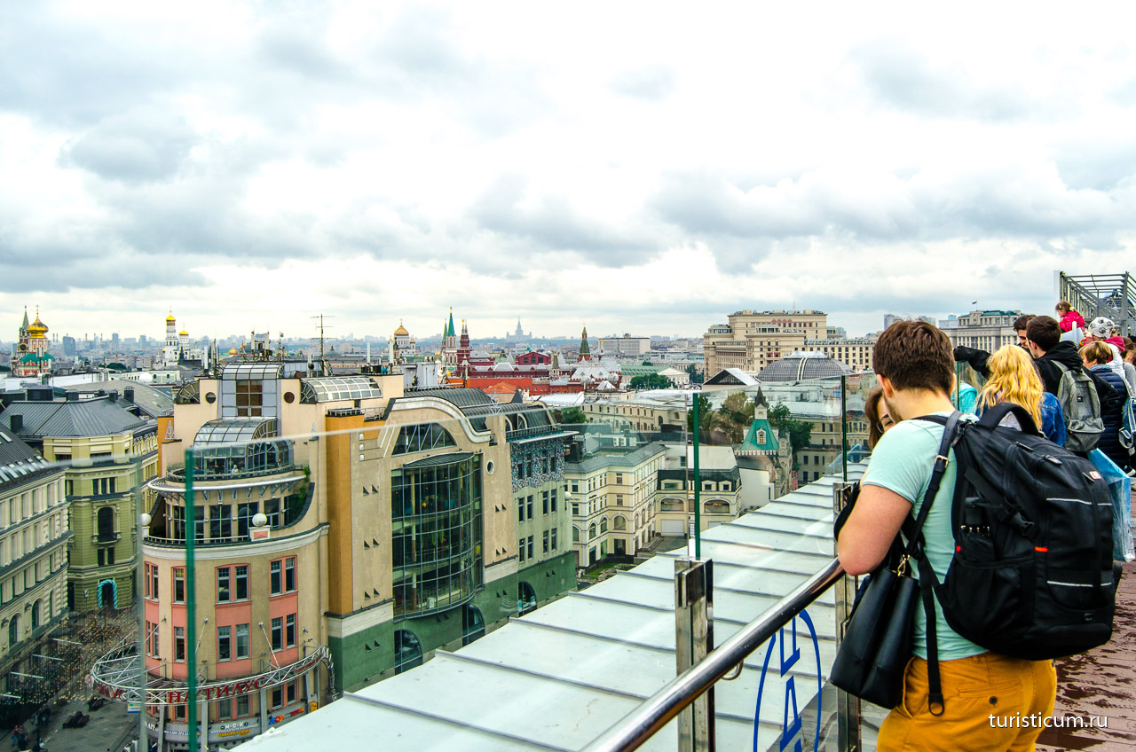 9016c1e03def ... от высотных видов на городские улицы. Все это панорамное великолепие  доступно абсолютно бесплатно! Полюбоваться красотами города с крыши  «Детского мира» ...