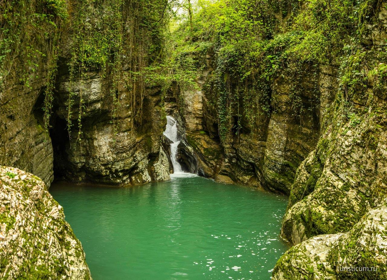 К агурским водопадом самостоятельно в адлере