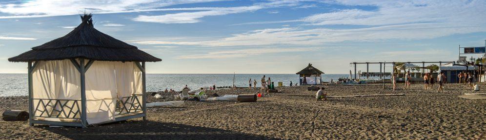Адлер пляжа и города летом 11
